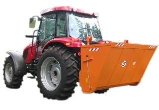 Sararita purtata de tractor